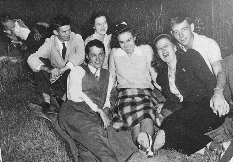 Students in the field 1941