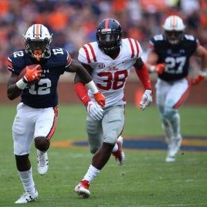 football player running for an auburn touchdown... War Eagle!
