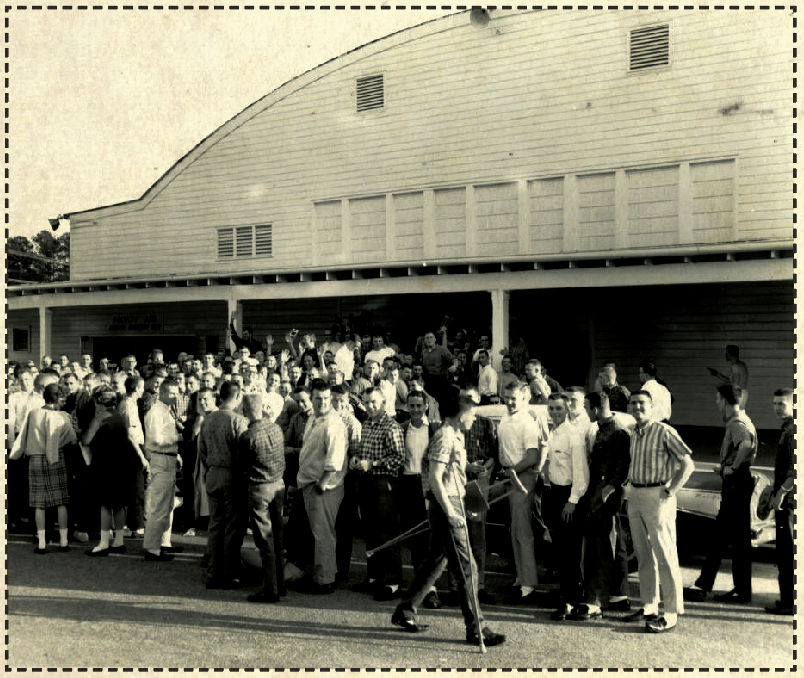 Crowd in front of the Barn at Auburn