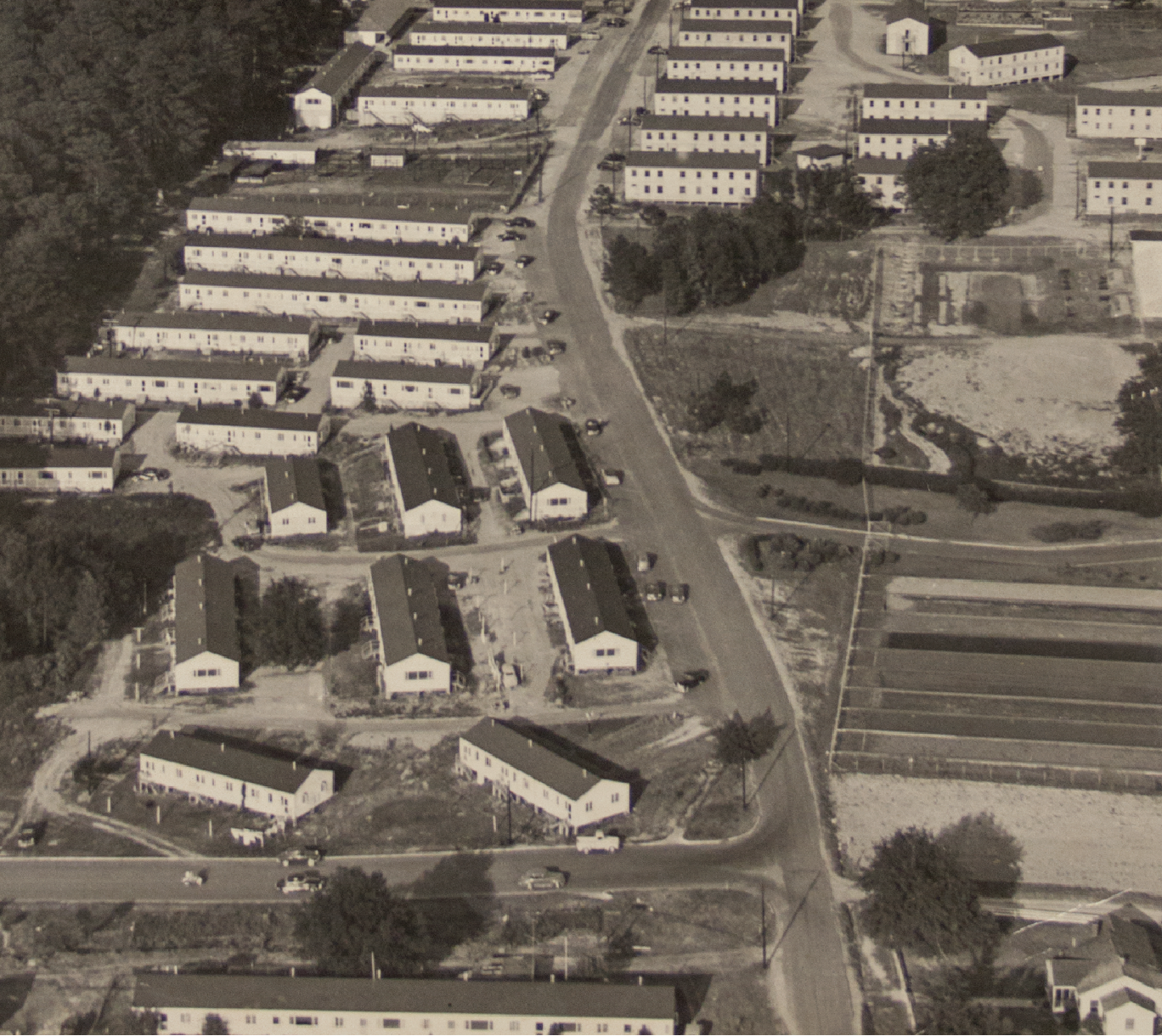 Graves apartments for married students and barracks for single men located on Samford Avenue, 1947.