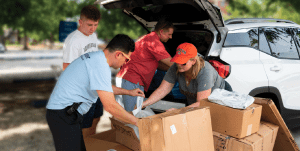 Auburn Alumni Association staff helping students and their parents with their Bed, Bath & Beyond® orders on move-in day.